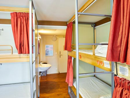 Nice single bed in 6-Bed Dorm in a residence near Riquet metro station