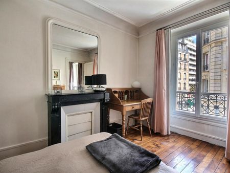 Vintage 1-bedroom apartment with a cozy fireplace in Paris, near Convention subway station