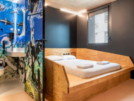 Cozy double bedroom in a dorm near Avron metro station