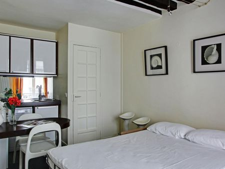 Unique double bedroom in typical Bourse