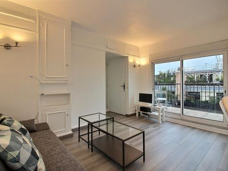 Lovely studio with a balcony in Passy