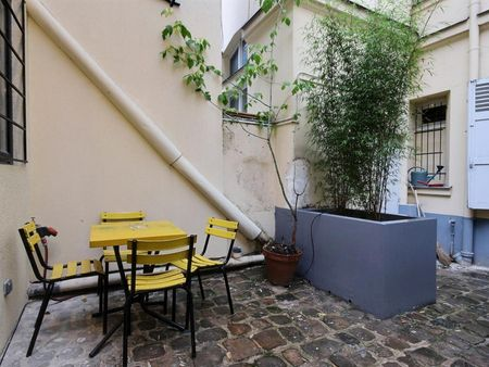 Studio apartment with a charming terrace in Paris near Damesme bus station