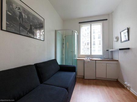Tiny studio near Rue de la Pompe metro station