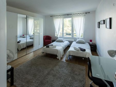 Bed in a twin bedroom, in a student flat near the Bois de Boulogne park
