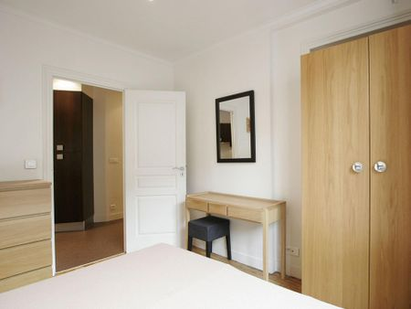 Tasteful 2-bedroom apartment in the exciting heart of Paris