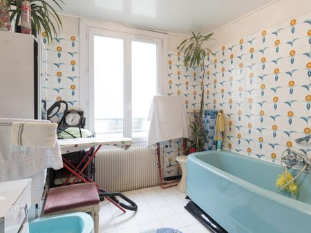 Double bedroom in a 3-bedroom flat near Château d'Eau metro station