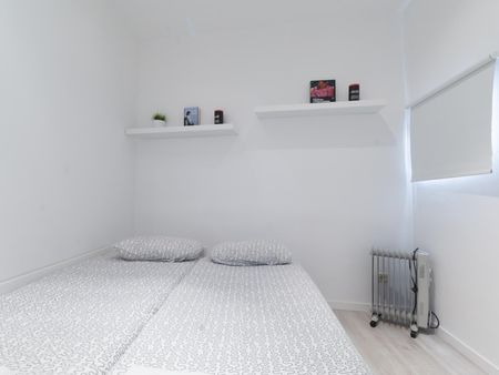 Simple 1-bedroom apartment in vibrant La Latina