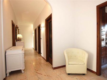 Single bedroom in a 4-bedroom apartment near Giardino Bambini di Beslan