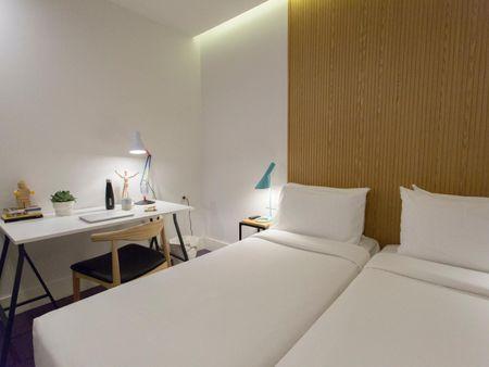 Single bedroom in a 5-bedroom apartment near Estación del Arte metro station