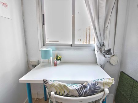 Snug single bedroom in Russafa