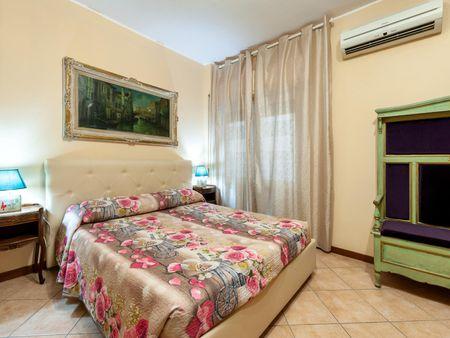 Bright double bedroom near Cipro