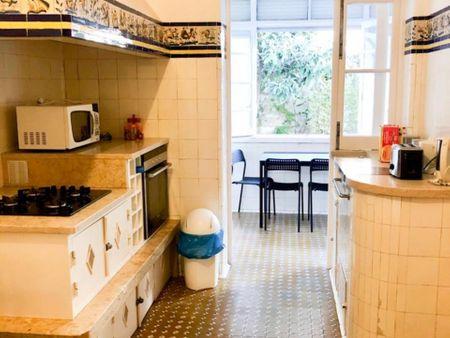 Single bedroom in a 4-bedroom apartment near Alameda metro station