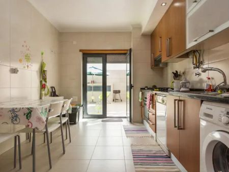Lovely 3 bedroom apartment around Faro train station