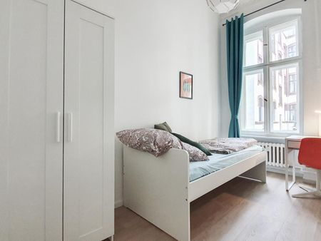 Chic single bedroom in a 3-bedroom apartment near U-Bhf Augsburger Straße metro station