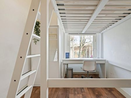 Modern double bedroom in an apartment near Feijenoord Stadium