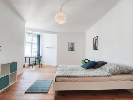 Awesome double bedroom in a 2-bedroom apartment near U Viktoria-Luise-Platz metro station