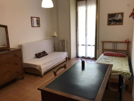 Double bedroom in a 3-bedroom apartment near Sapienza University of Rome