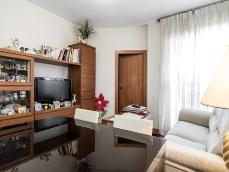 Double bedroom in a 3-bedroom flat, near the Collblanc metro