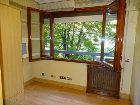 2-Bedroom apartment near Instituto de Empresa.Calle Alvarez de Baena 4