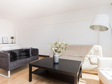 Beautiful double bedroom close to Saint-Philippe du-Roule metro station