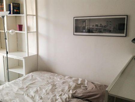 Modern double bedroom close to Europe-Simone Veil metro station