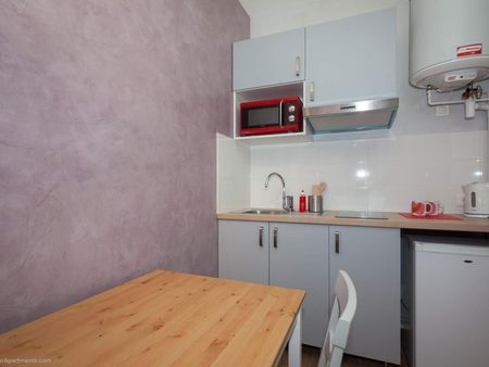 Cosy double bedroom close to Victor Hugo metro station