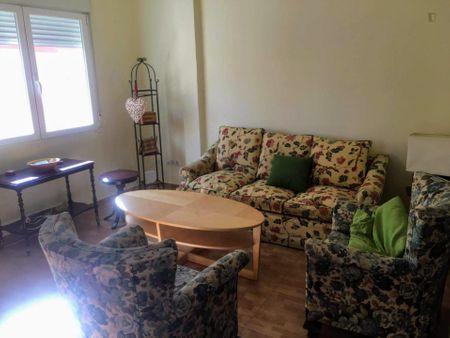 Single bedroom in a 3-bedroom apartment near Parque El Calero