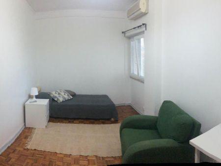 Nice single bedroom close to Colégio Militar/Luz metro station