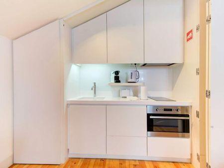 Cozy studio apartment close to Lisbon School of Economics and Management