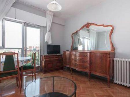 Double bedroom in a 4-bedroom apartment near Alto de Extremadura metro station