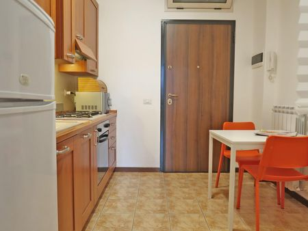 Spacious 2-bedroom apartment close to Bocconi University