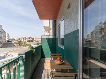 Cool 2-bedroom apartment near Marquês metro station