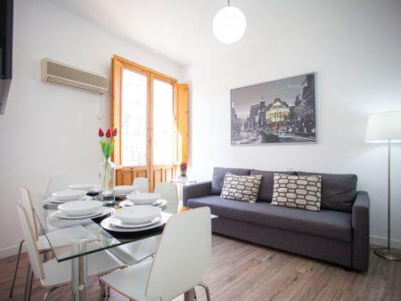 2-Bedroom apartment near Tribunal metro station