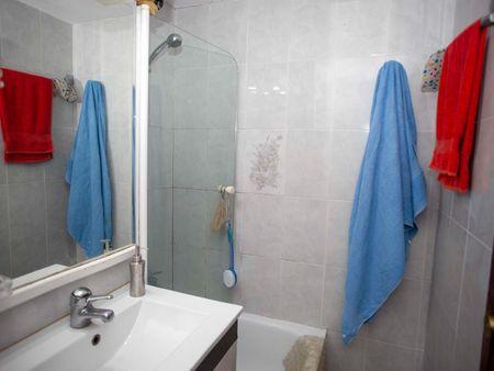 Single bedroom in a 3-bedroom apartment near Parc Diagonal Mar