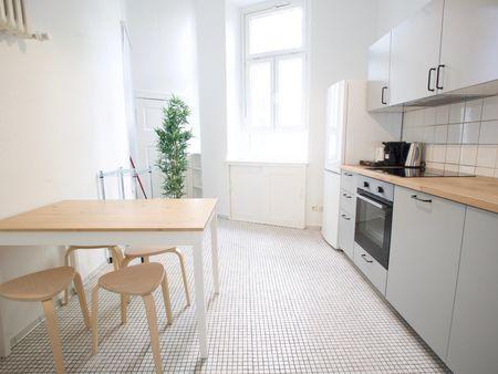Snug double bedroom in a 5-bedroom apartment near Bundesplatz transport station