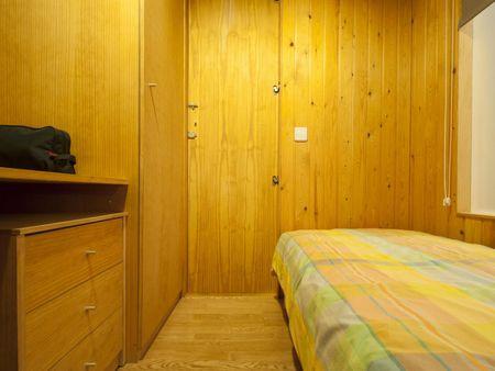 Suitable single bedroom in 3-bedroom flat, near Universidad Politécnica de Madrid - Campus de Montegancedo