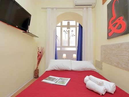 Studio in a 4-bedroom apartment near Piazza Vittorio Emanuele II