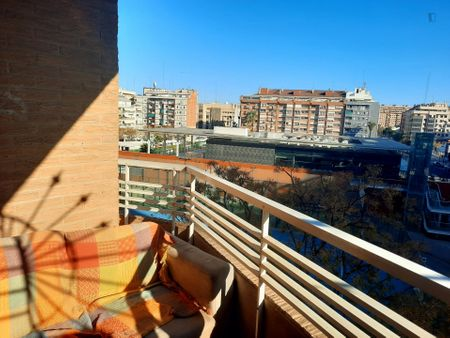 Double bedroom in a 2-bedroom apartment near Parc Gulliver