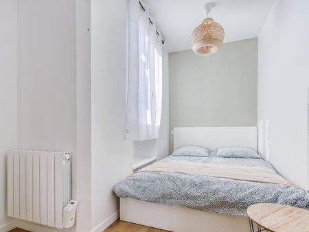 Cool 3-bedroom apartment near Porte de Saint-Cloud metro station