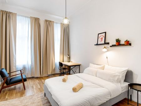 Modern double bedroom in a 4-bedroom apartment near Hochmeisterplatz