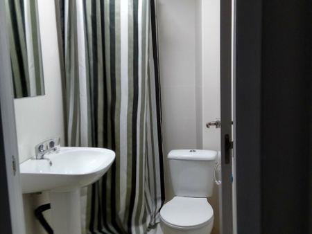 Double bedroom in 5-bedroom apartment near Safranar metro station