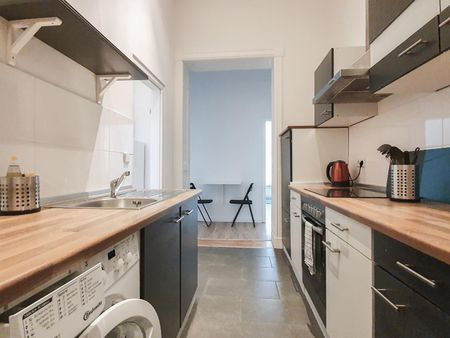 Cool single bedroom in a 5-bedroom apartment near U Viktoria-Luise-Platz metro station