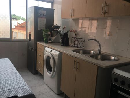 Double bedroom in a 2-bedroom apartment near Entre Campos metro station