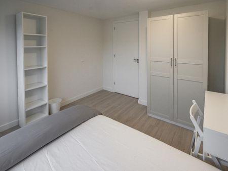 Cool double bedroom near Kraaiennest metro station