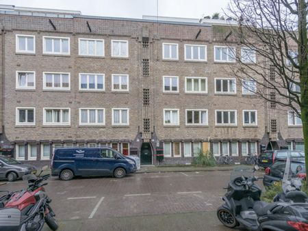 Nice double bedroom in a 4-bedroom apartment near Wachterliedplantsoen