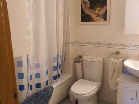 Double bedroom in a 2-bedroom apartment in Garbinet