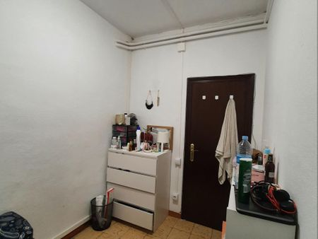 Double bedroom in a 4-bedroom apartment near Universitat metro station