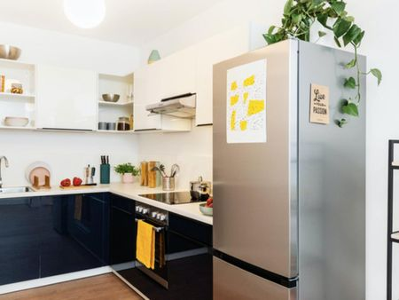 Amazing double bedroom in a 4-bedroom apartment near S+U Lichtenberg train station