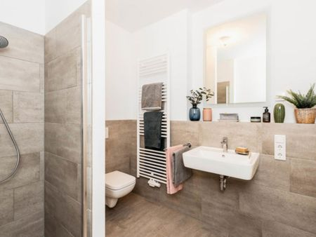 Lovely double bedroom in a 4-bedroom apartment near S+U Lichtenberg train station