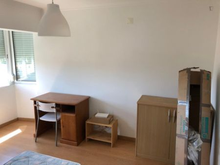 Double bedroom in a 4-bedroom apartment near Encarnação metro station